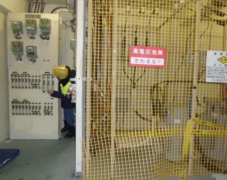 工事前電気室内